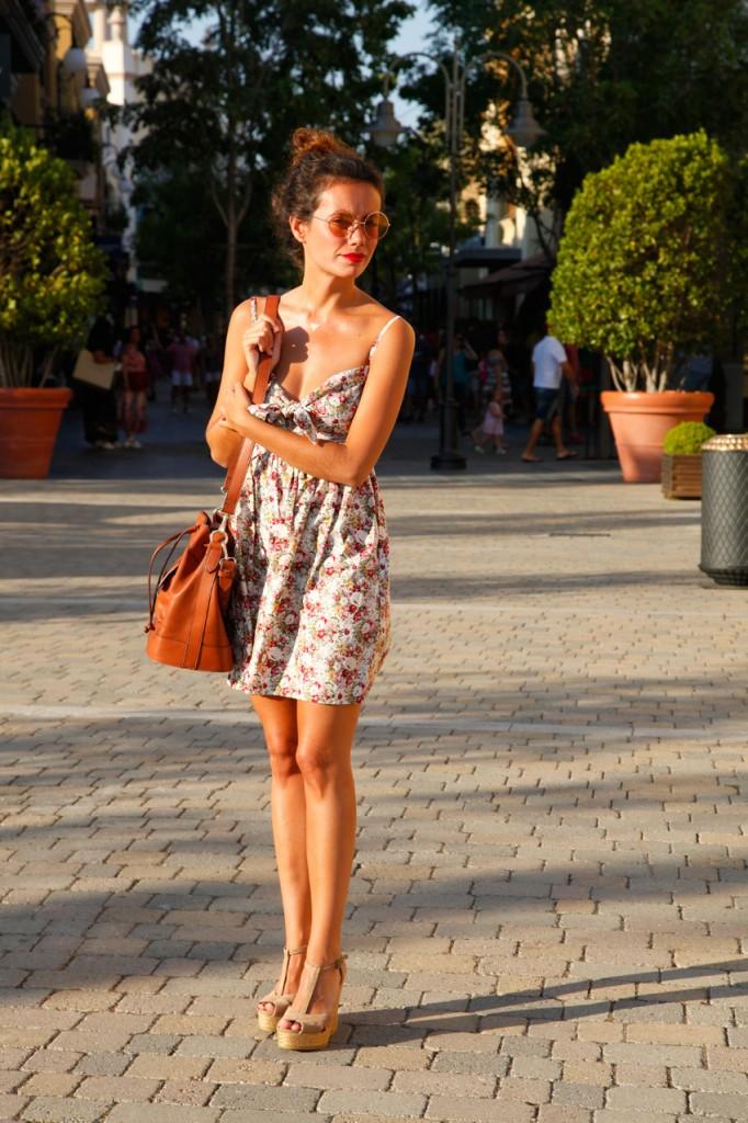 Flower dress look