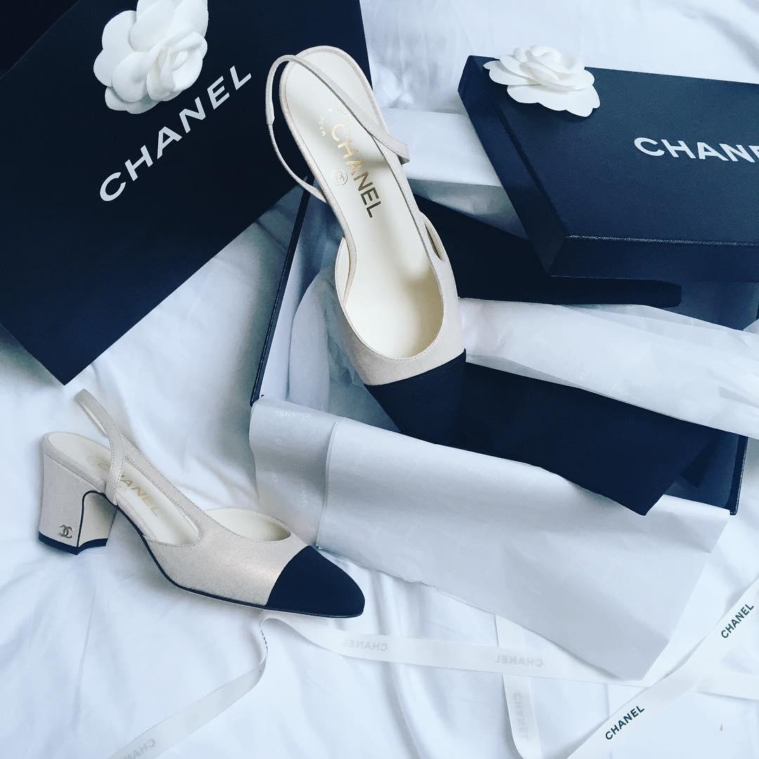 The new slingbacks are sooo beautiful || Son tan bonitas...❤️ || @chanelofficial || #highheels #heels #platgorm #fashion #style #stylish #love #cute #photooftheday #tall #beauty #beautiful #instafashion #girl #girls #model #shoes #styles #outfit #instaheels #fashionshoes #shoelover #instashoes #highheelshoes #trendy #heelsaddict #loveheels #iloveheels #shoestagram