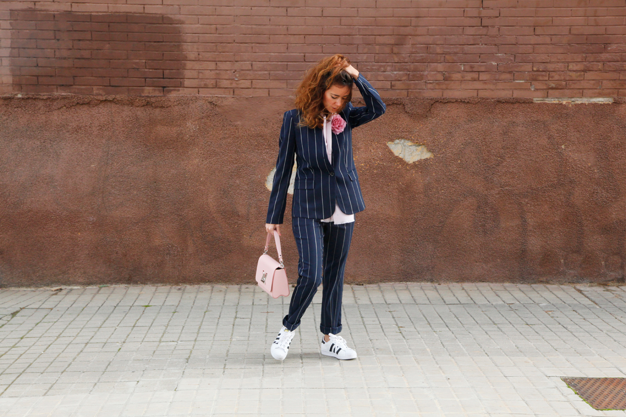 work outfit, look, masculine look, stripped suit, flowers, gucci, blogger, fashion