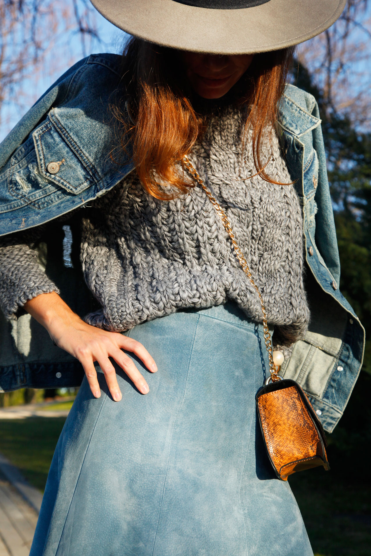 serenity_look-suede_skirt-polinetmoi-asos-grey_and_baby_blue_streetstyle_outfit_boho-cool_lemonade