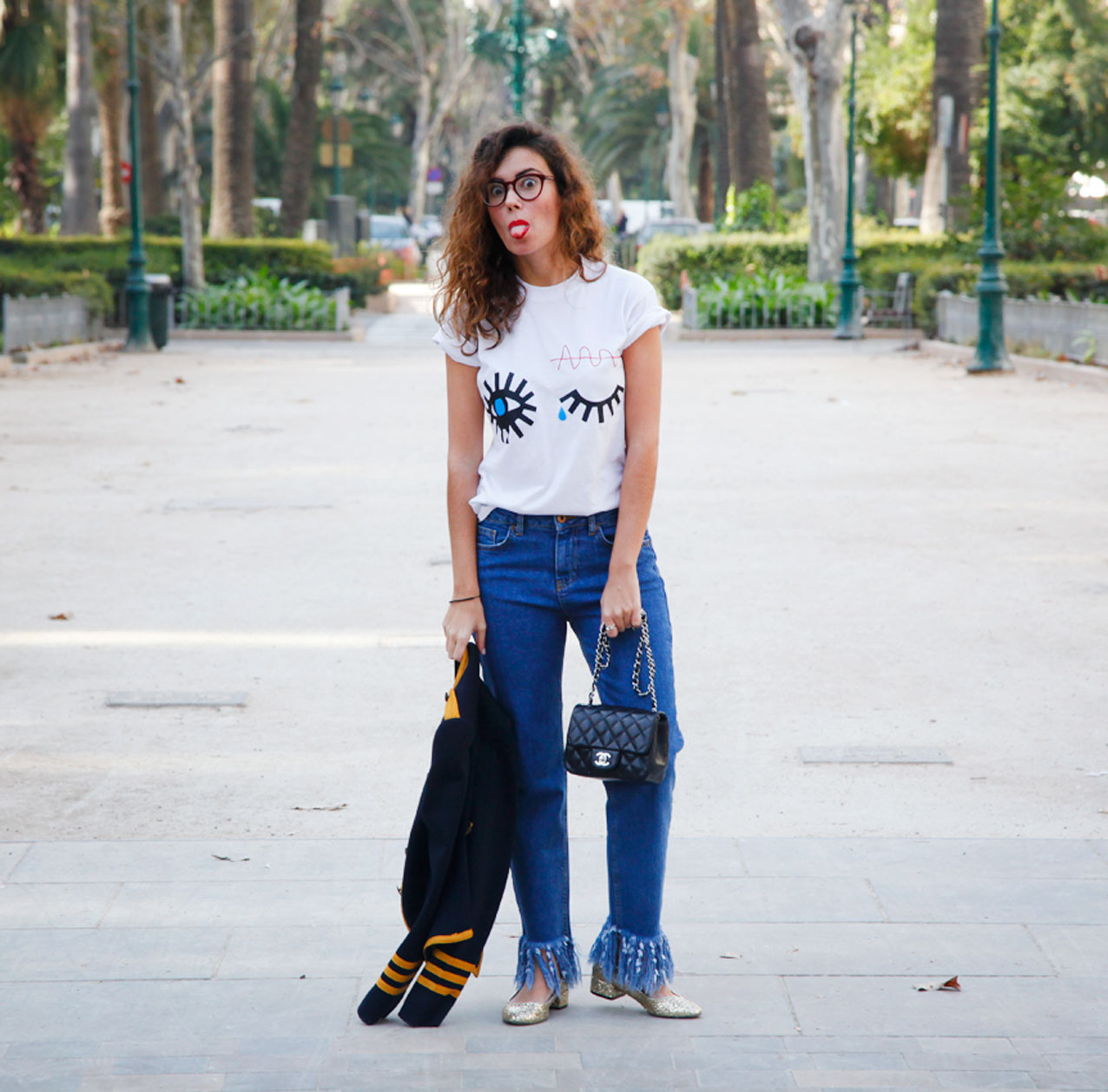 militar jacket-strippes_the-fab-glasses_frayed-jeans-Streestyle-cool-lemonade