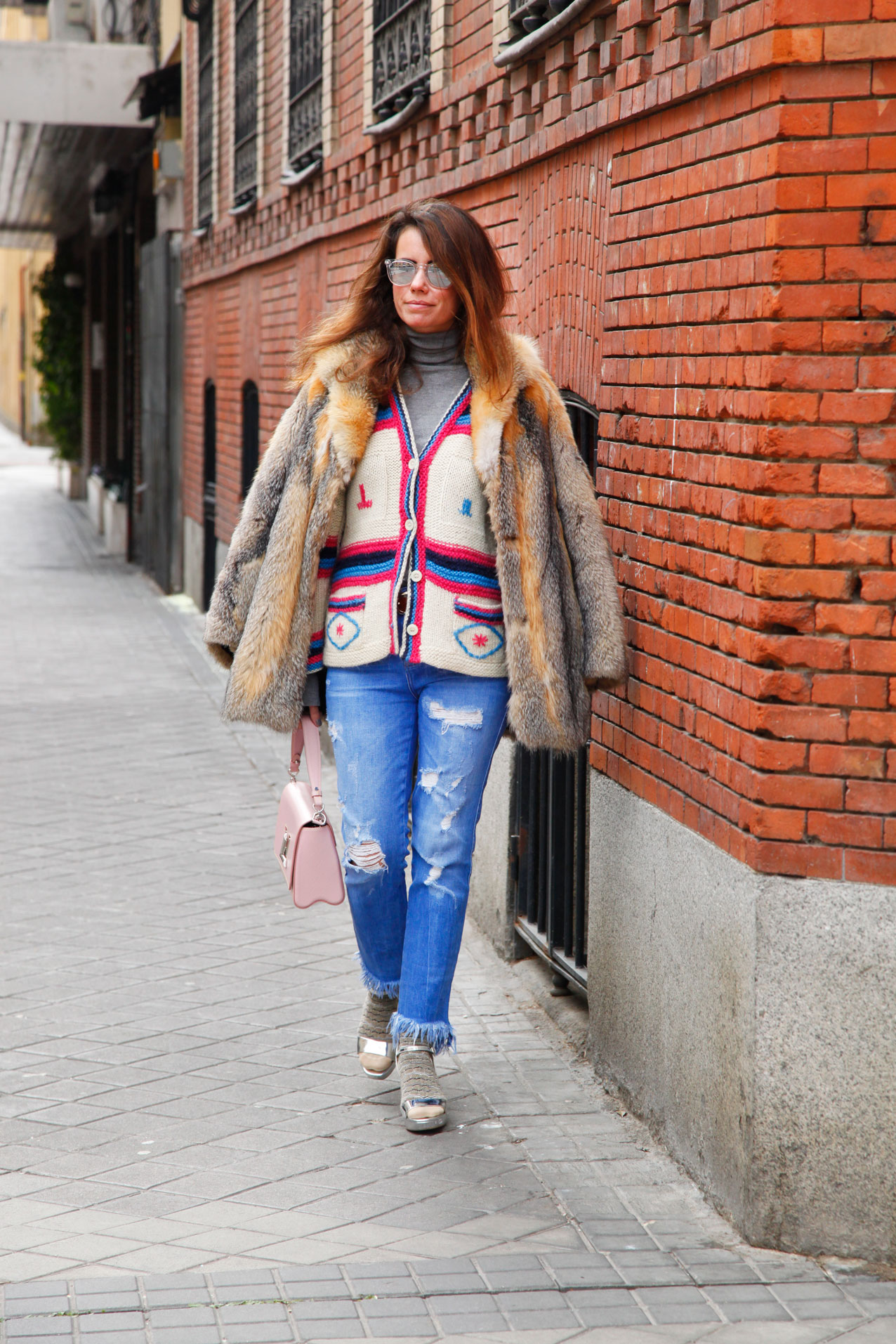 vintage_cardigan_cool_outfit_knitwear_sandals_socks_cool_lemonade-streetstyle
