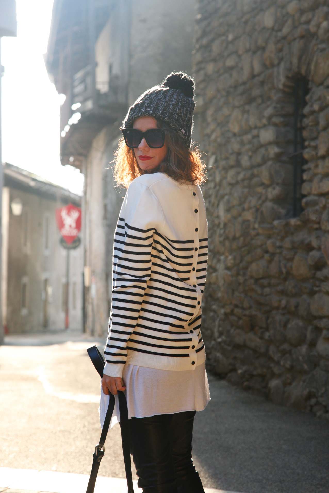 stripped_sweater_leather_leggins-streetstyle-cool_lemonade_look_polin-et_moi