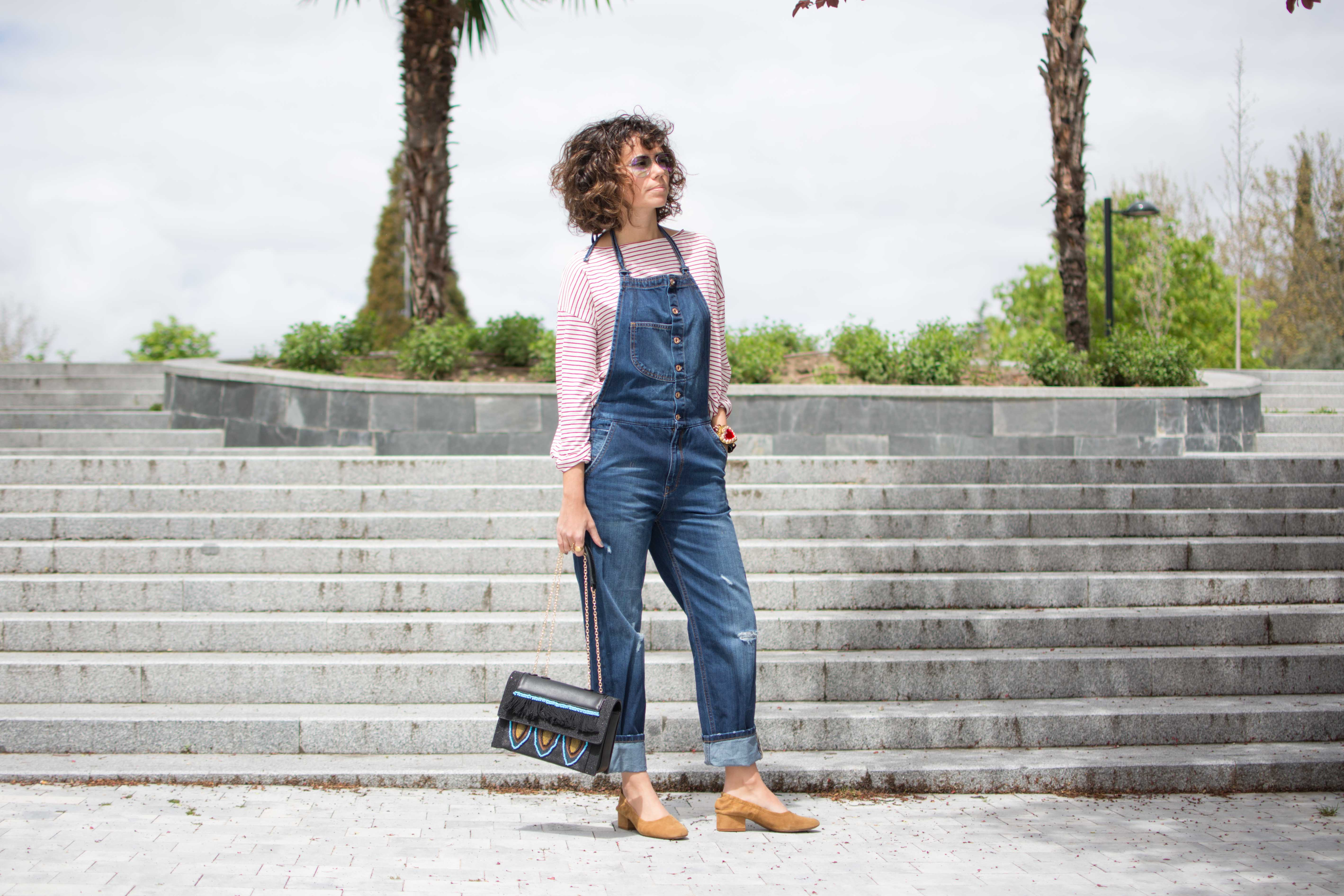 dungarees_strippes_shirt-streetstyle-tramsparent_sunnies-look-cool_lemonade