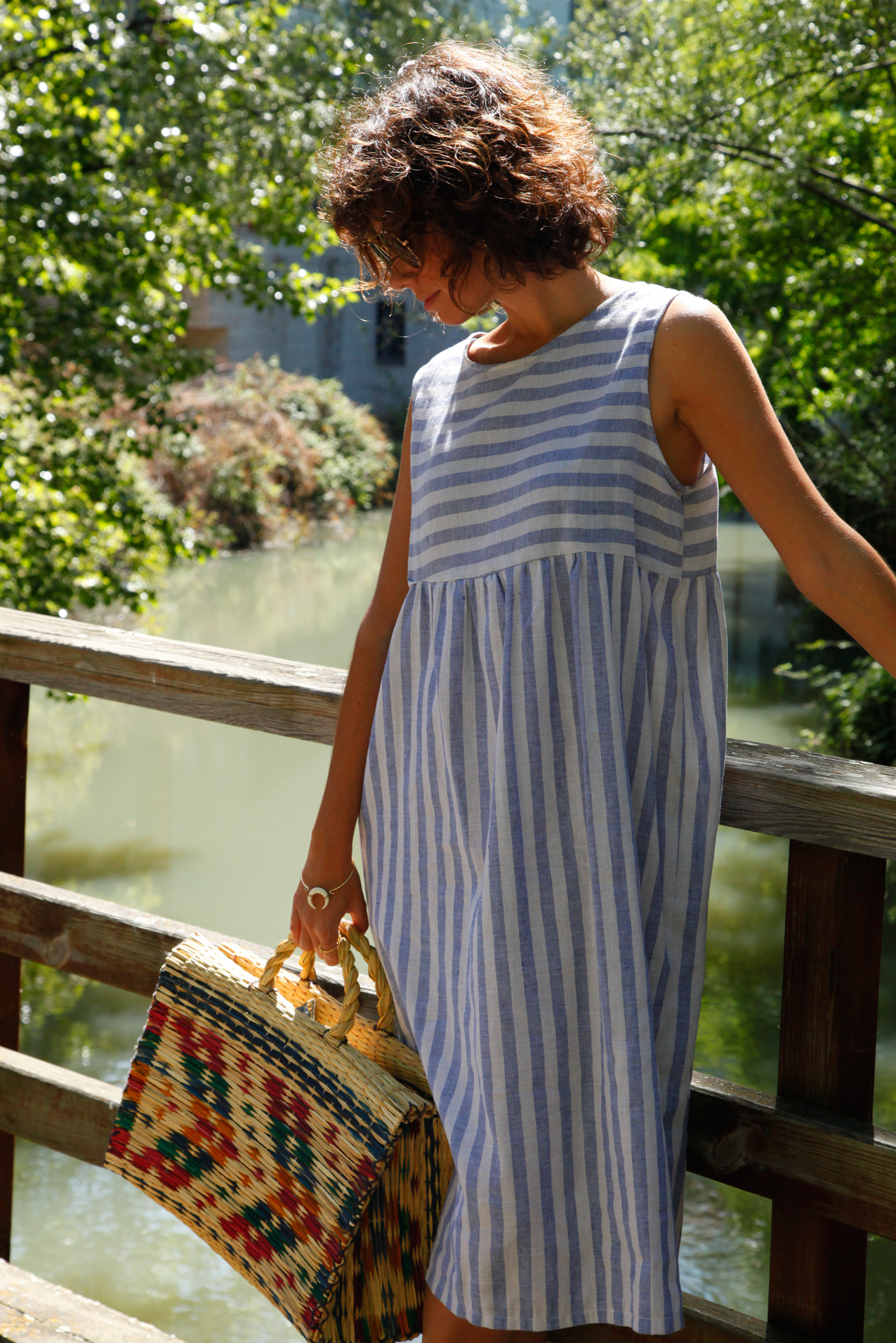 blue_popelina-stripped_dress_linen_capazo-it_bag-cool_lemonade-streetstyle