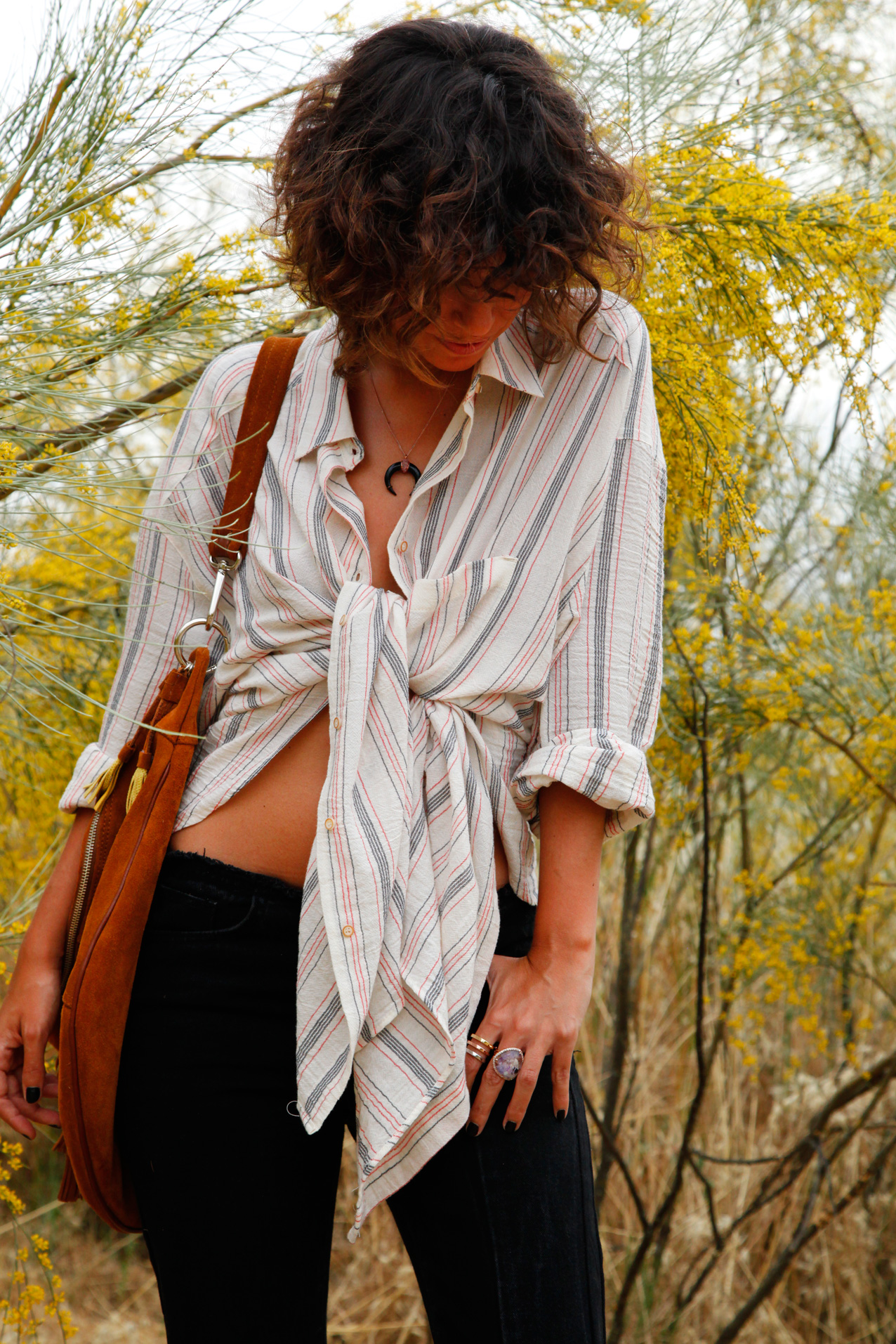 Nattiva-natural_look-sexy-stripped_blouse-ripped_jeans